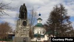 Памятник адмиралу Колчаку в Иркутске