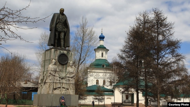 Памятник Александру Колчаку. Иркутск