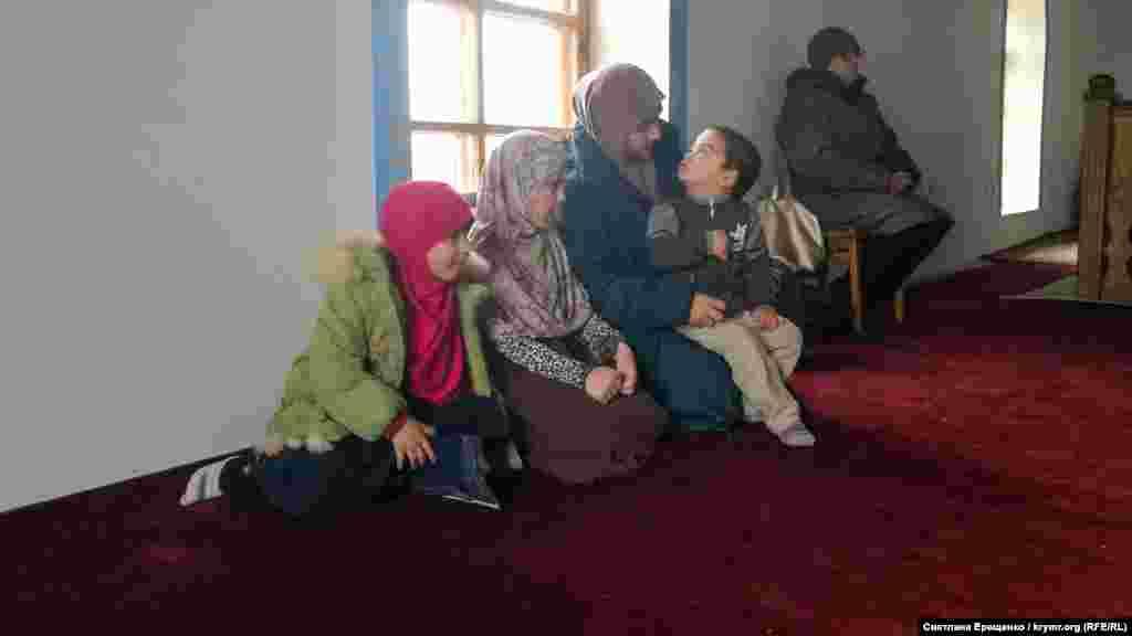 Camide qadınlar ayrı ibadet yapa - ekinci qatta