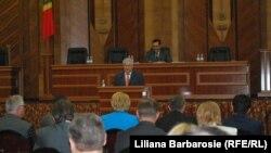 Vladimir Voronin revenit la tribuna Parlamentului