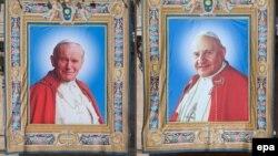 Изображения Иоанна Павла II (слева) и Иоанна XXIII.