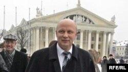 Регистрация кандидата Козулина на президентских выборах не сделала его неприкосновенным