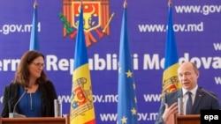 Cecilia Malmström și Valeriu Streleț la conferința de presă după convorbirile de la Chișinău, 23 octombrie 2015