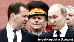Президент Росії Володимир Путін (праворуч) і російський прем'єр Дмитро Медведєв (ліворуч), архівне фото