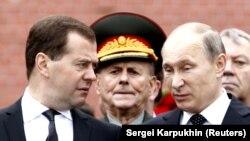 Президент Росії Володимир Путін (праворуч) і прем'єр Дмитро Медведєв (ліворуч). Архівне фото