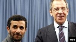 Президент Ирана Махмуд Ахмадинежад и глава МИД России Сергей Лавров. Фото 2007 года