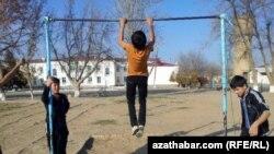Спортивная площадка, Марыйская область, Туркменистан.