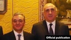 Azərbaycan və Ermənistanın xarici işlər nazirləri Elmar Məmmədyarov (sağda) və Zohrab Mnatsakanyan