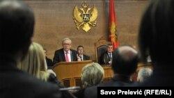 Претседателот на Европската комисија Жан-Клод Јункер во црногорскиот парламент.