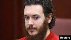 Обвиняемый в предумышленном убийстве Джеймс Холмс на судебных слушаниях. Колорадо, июнь 2013 года.