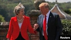 АҚШ президенти Дональд Трамп Британия бош вазири Тереза Мэй билан. 2018, 13 июль.