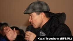 """Уволенный работник компании """"Каражанбасмунай"""" Расул Абуллаев. Актау, 24 декабря 2011 года."""