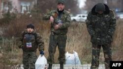 Пророссийские сепаратисты в Донецке. 13 ноября 2014 года.