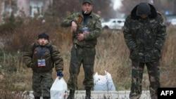 """Сторонники """"ДНР"""" в Донецке 11 ноября 2014 года"""