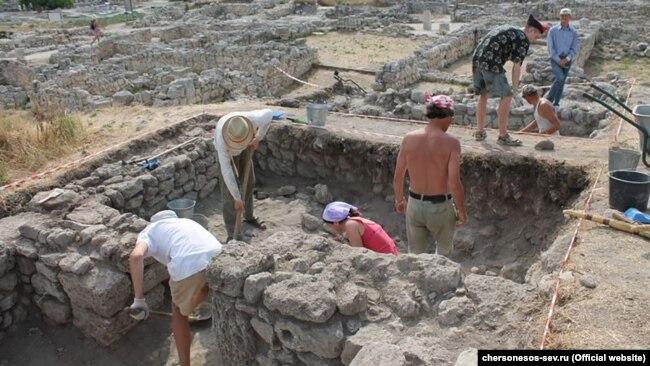 Раскопки в Херсонесе, июль 2017 года