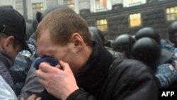 Сутички між мітингувальниками та міліцією під Кабміном, 25 листопада 2013 року