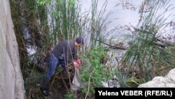 Освобождая озеро от мусора