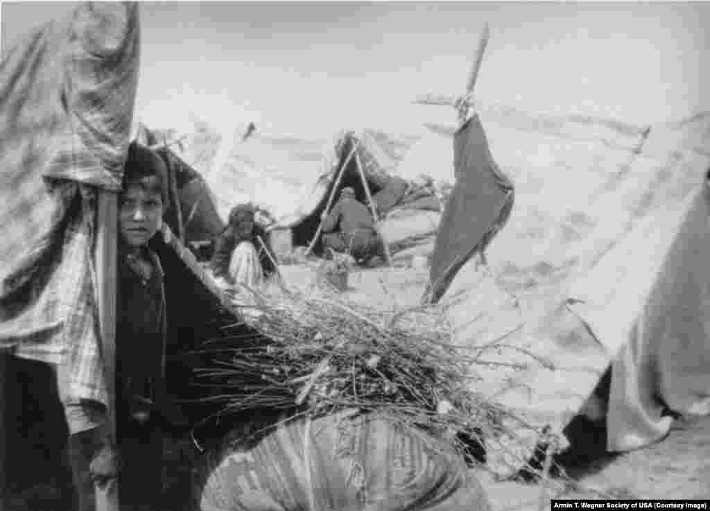 ارمنی ها در نزدکی راه آهن بغداد (سال۱۹۱۵)