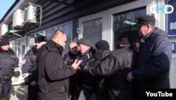 Бойовики відбирають підприємства у власників в Ясинуватій. Скрін з проросійського YouTube-каналу News-Front