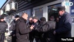 Боевики отбирают предприятия у владельцев в Ясиноватой. Кадр из видео с пророссийского YouTube-канала News-Front