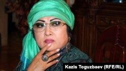 Мақпал Жүнісова, қазақ әншісі, Заманбек Нұрқаділовтің жесірі. Алматы, 12 қараша 2012 жыл