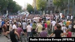 Prosvjedna šetnja aktivista do SDP-a i HDZ-a, Zagreb, 16. srpnja, Fotografije uz tekst zoomzg