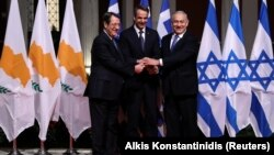 Cypriot President Nikos Anastasiades (left), Greek PM Kyriakos Mitsotakis (center), and Israel's Benjamin Netanyahu hail the EastMed project.