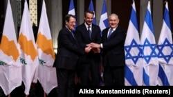 Президент Кипра Никос Анастасиадес, премьер-министр Греции Никос Анастасиадес, премьер-министр Израиля Биньямин Нетаньяху после подписания соглашения о строительстве EastMed, Афины, 2 января 2019 года.