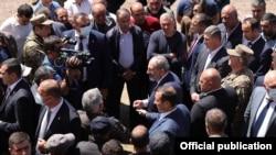 Armenia - Prime Minister Nikol Pashinian meets with residents of Kut village close to Armenia's border with Azerbaijan, May 27, 2021.