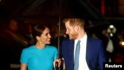 Meghan Markle, sussexi hercegnő és Harry herceg.
