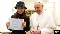 Վատիկան - Արգենտինայի նախագահ Քրիստինա Ֆերնանդես դե Կիրշները եկել է շնորհավորելու իր հայրենակից Ֆրանցիսկոս Պապին, 18-ը մարտի, 2013թ.