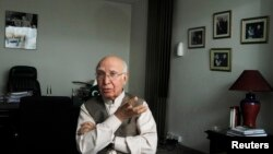 د وزیر اعظم نواز شریف سلا کار سرتاج عزیز