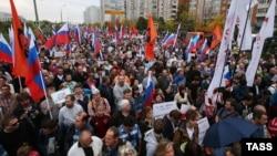 Участники митинга оппозиции в московском районе Марьино