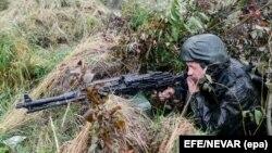 ՌԴ ԶՈւ զինծառայողը զորավարժության ժամանակ, արխիվ