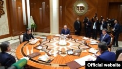The presidents of five Central Asian states conduct a roundtable discussion on the problems surrounding the Aral Sea in Turkmenbashi on August 24.