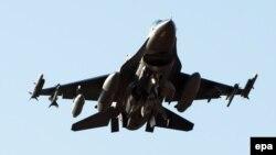 Військовий літак F-16 (ілюстраційне фото)