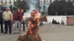 В Симферополе сожгли чучело президента Турции
