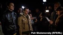 Сепаратистердің Украина жағына әскери тұтқындарын қайтару сәті. Донецк, 6 сәуір 2015 жыл.