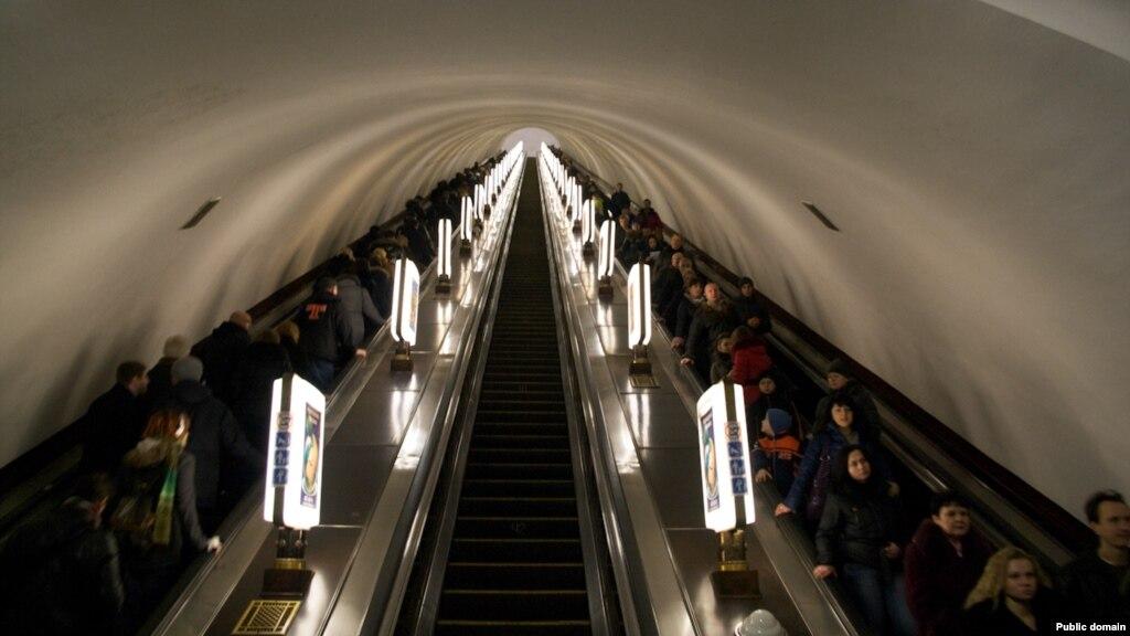 ... Станція київського метро «Майдан Незалежності» відновила роботу після  хибного повідомлення про замінування radiosvoboda.org У ... 165dc40609cca