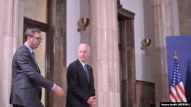 Senatori amerikan Ron Johnson gjatë vizitës në Beograd