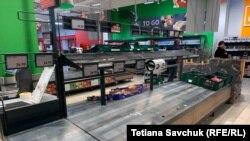 Після введення надзвичайного стану в деяких продуктових супермаркетах Праги скуповують продукти