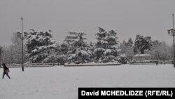 Из-за снегопада со вчерашнего дня во всех школах Грузии до 13 февраля приостановлен учебный процесс