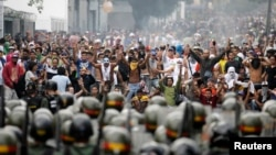 Сайлаудан кейін оппозиция жақтастары ұйымдастырған наразылық шерулері. Каракас, 15 сәуір 2013 жыл.