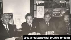 Кыргыз акын-жазуучулар тобу.