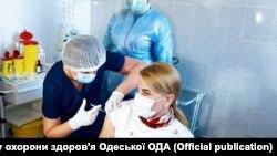 24 лютого в Українірозпочалася планова вакцинаціявід коронавірусної інфекції. За даними МОЗ, щеплення зробили 290 566 людям