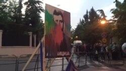 Шарената револуција го обои портретот на Иванов