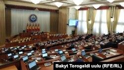 Зал заседаний Жогорку Кенеша до событий 5-6 октября.