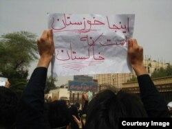 اعتراض شهروندان اهوازی مقابل استانداری خوزستان در بهمن سال ۹۳