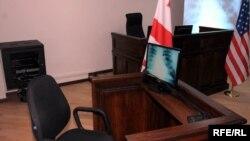Сегодня НПО призвали премьер-министра и министра юстиции, которые назначают генпрокурора, обратить внимание на происходящее в ведомстве, где прошла волна массовых увольнений сотрудников по собственному желанию