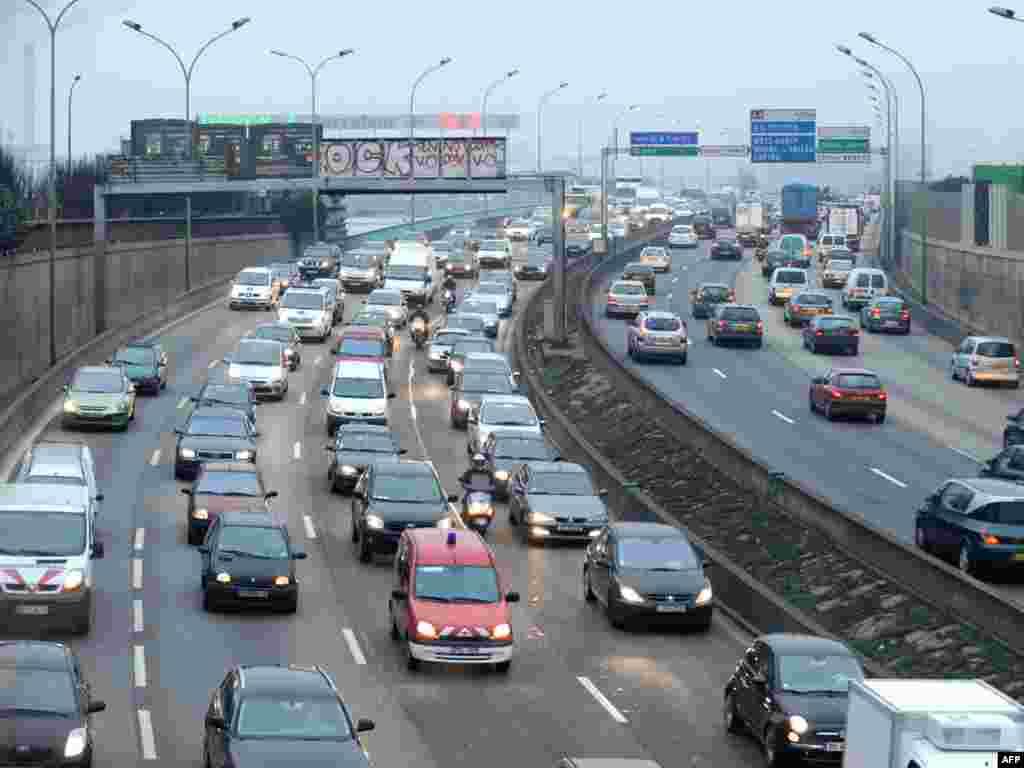 ترافیک سنگین در خیابانهای پاریس
